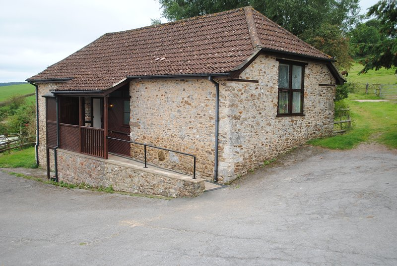 Holnest Barn - Accessible Cottage, holiday rental in Honiton