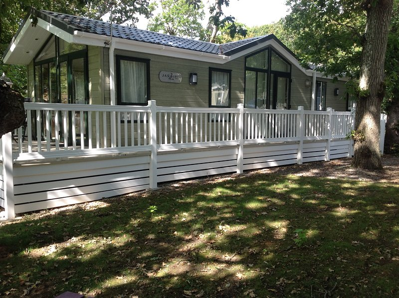 Rosewood 8 Lodge at Shorefield Country Park - Sleeps 6, vacation rental in Lymington