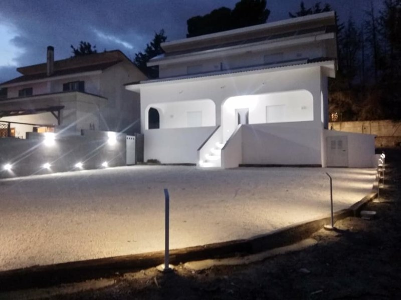 Vicino ospedale s. elia di fronte CEFPAS, location de vacances à Caltanissetta