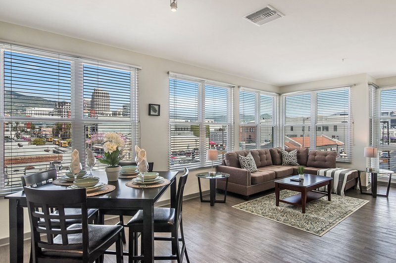 Modern Furnished unit in Glendale near The Americana and Glendale Galleria, vacation rental in Glendale