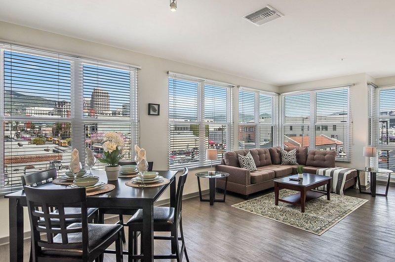 Modern Furnished unit in Glendale near The Americana and Glendale Galleria, holiday rental in Glendale