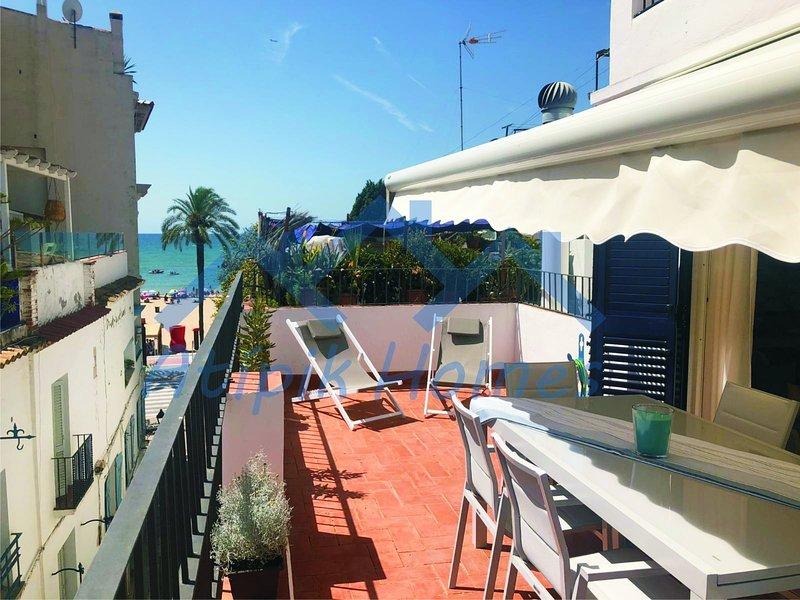 Ático céntrico con terraza cerca de la playa!!!!, aluguéis de temporada em Sitges