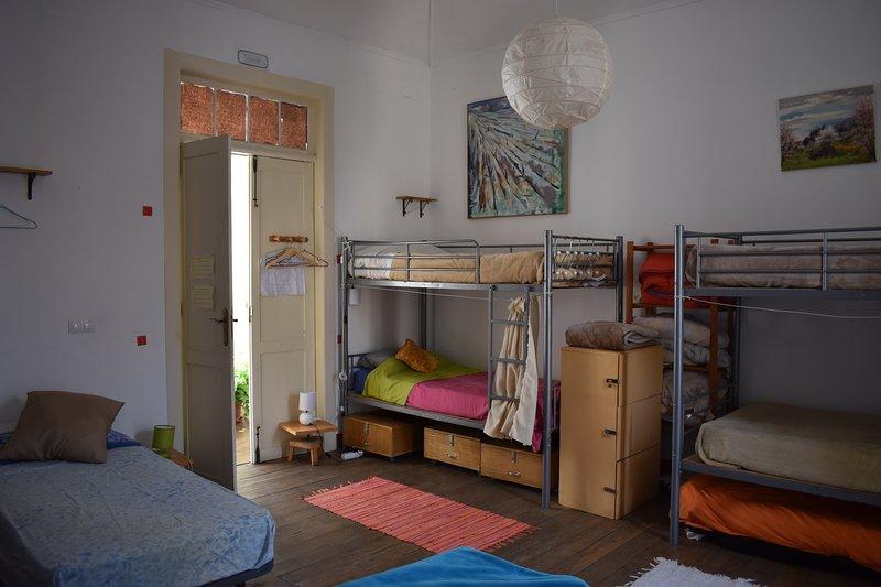 Habitación compartida de 10 plazas, vacation rental in El Paso