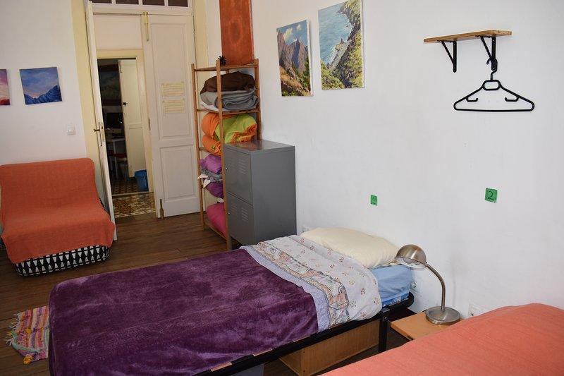 Habitación compartida de 6 plazas, holiday rental in Pedregales