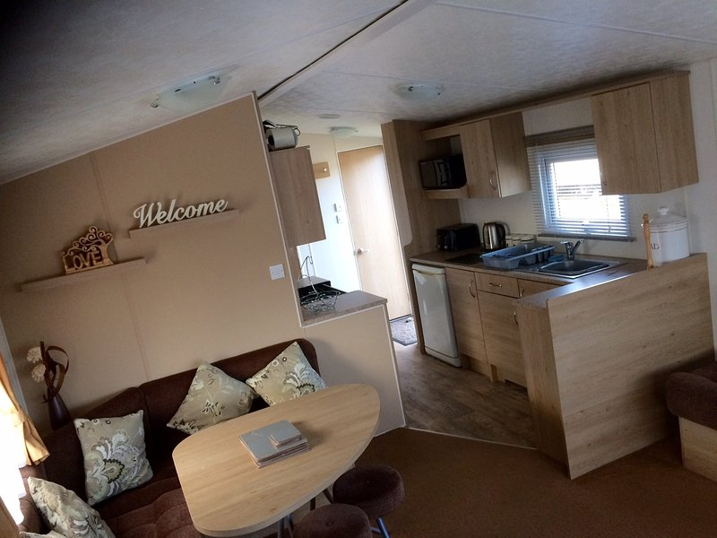 Sand Le Mere. 2 bed, 6 berth, dog friendly caravan for hire, holiday rental in Patrington