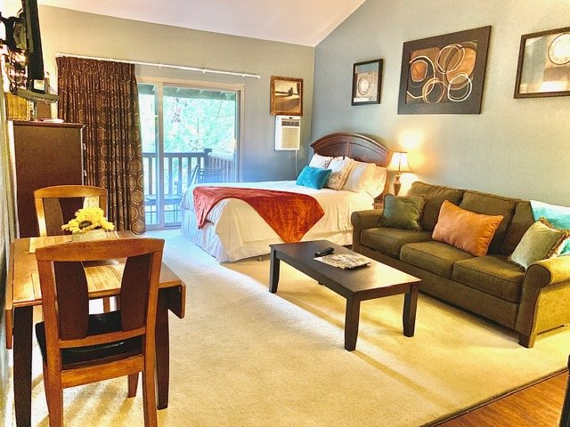 (PS927) Spacious Studio w/ Deck & Hot Tub 5 min. to Skiing Chalet in Park City