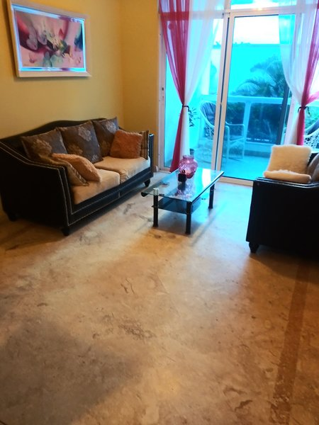 Apt with Direct Beach Access from Pool Area, location de vacances à Boca Chica