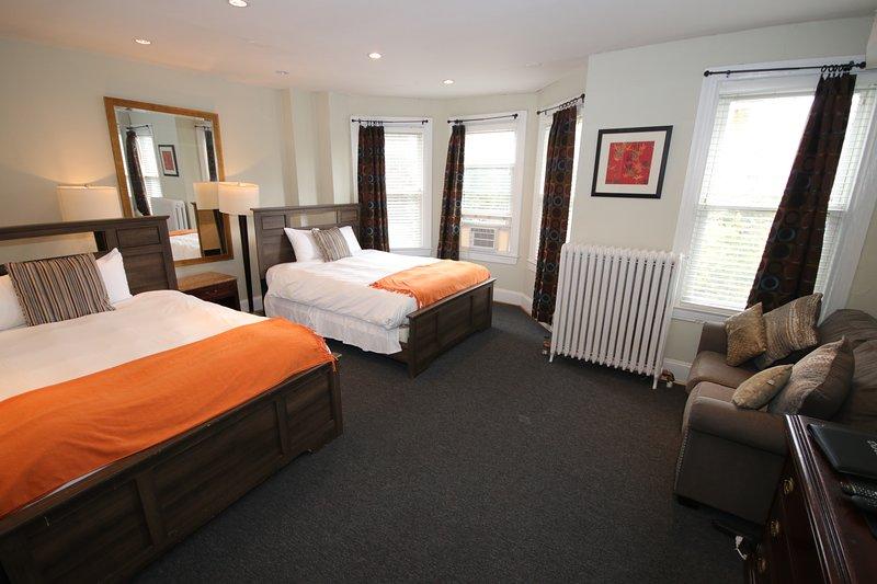Habitación grande, 1 de 2 habitaciones con camas Queen size estilo hotel encantador