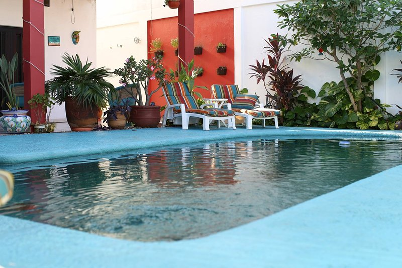 2 Beautiful Bedrooms just steps  from the best beach in Nayarit, casa vacanza a Rincon de Guayabitos