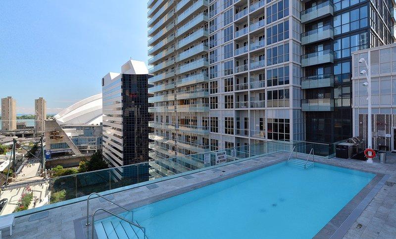 300 Front Street - 1 Bedroom/1 Bathroom Suite, holiday rental in Toronto