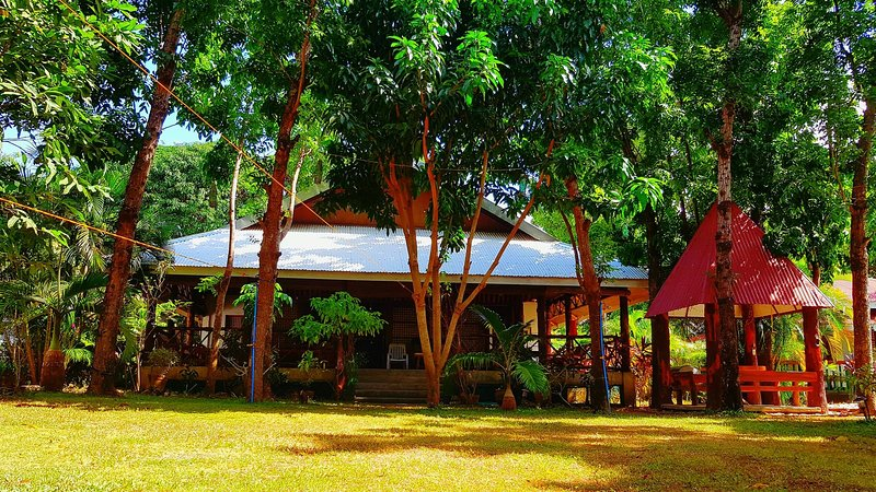 THE PELICAN'S RESORT, holiday rental in Lian