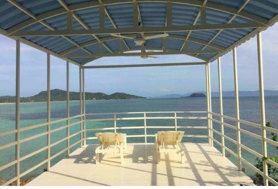 New  Beachfront/PoolCovered Deck/Yoga Shala with 180 degree ocean views, Sunrise/ Sunset Views
