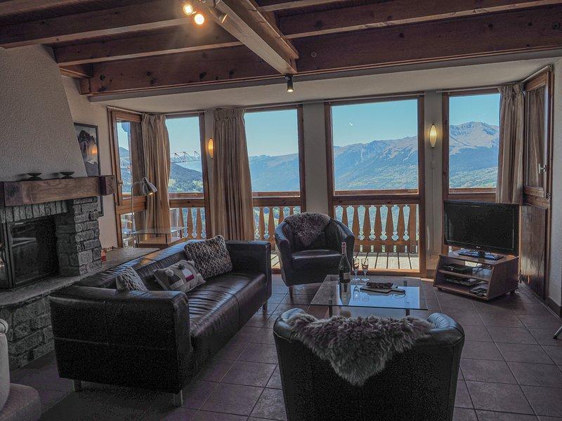 La Couronne is a spacious ski chalet that sleeps 10p over 3 floors, casa vacanza a Vallandry