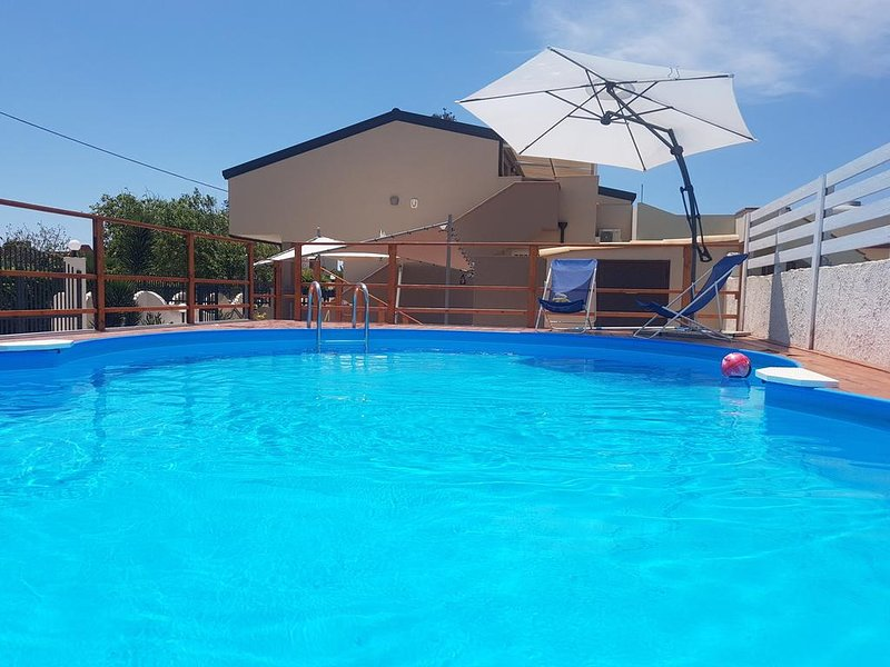 Big villa with swimming-pool & Wifi, holiday rental in Granelli