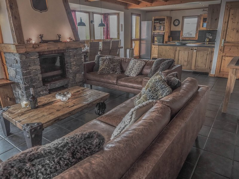 Chalet L'Ecureuil - 10p chalet in Ski in/ski out Chalets de Bellecote Park, holiday rental in Peisey-Vallandry