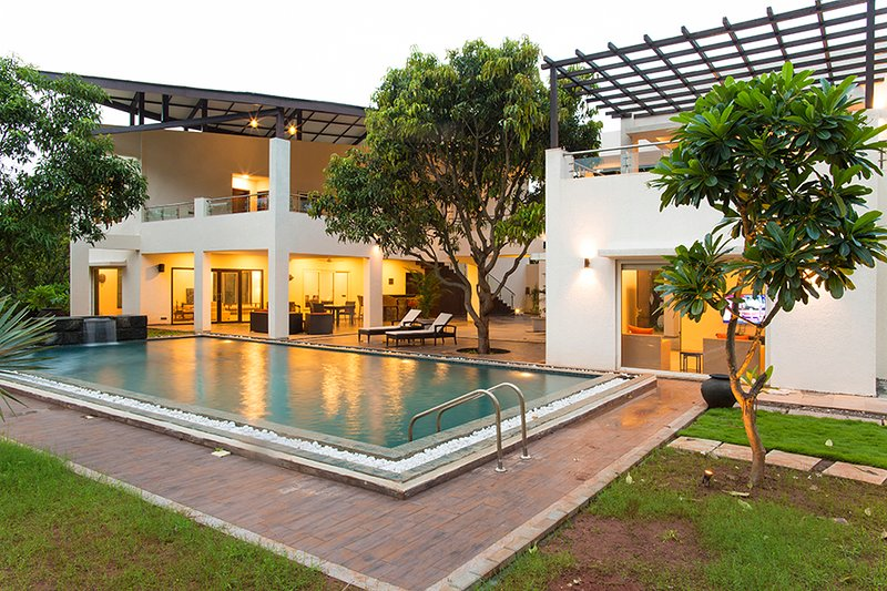 The Leaf by Vista Rooms, vacation rental in Alibaug