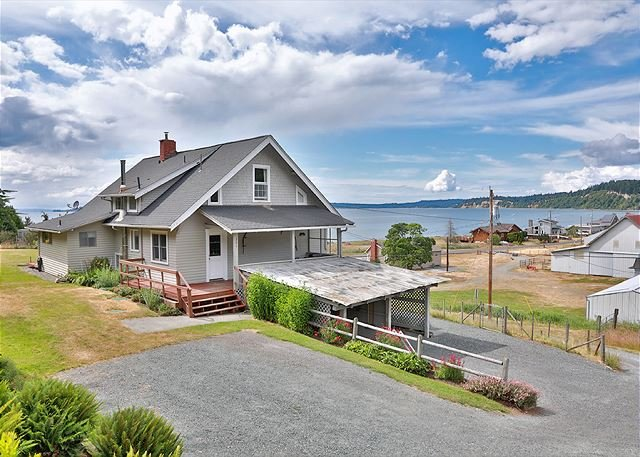 Historic Maxwelton Farm Guest House & Private Beach, holiday rental in Hansville
