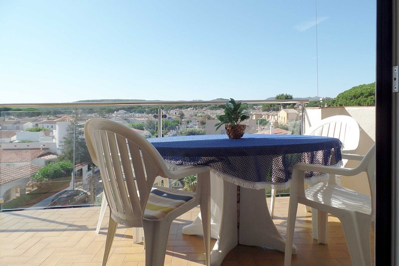 L'ESCALA APPARTMENT 6PERSON 3BEDROOM AIRCO 350M FROM BEACH WITH SOUTH TERRACE, vacation rental in L'Escala