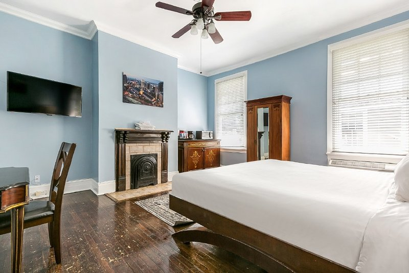 Urban Vacation Studio Near City Park, holiday rental in Metairie