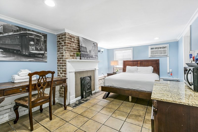 Budget Friendly Studio Next to City Park, holiday rental in Metairie