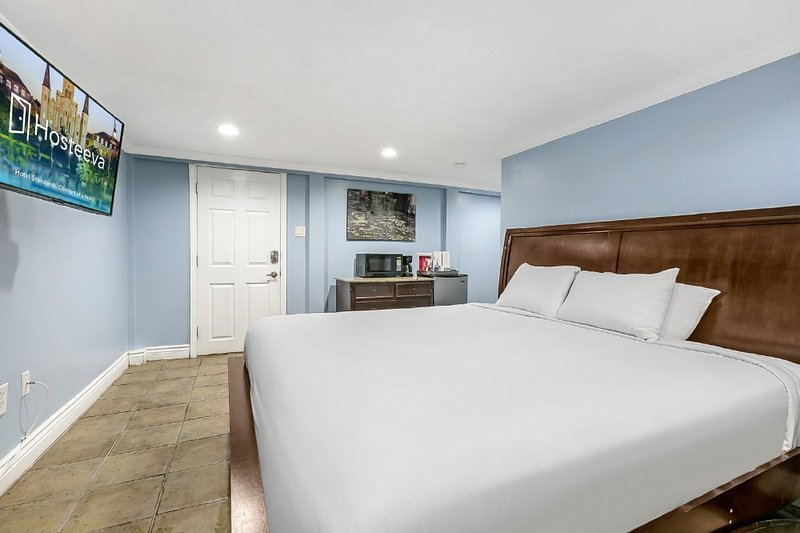 Canal Street Furnished Studio, holiday rental in Metairie