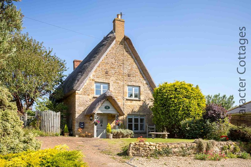 The idyllic Honeysuckle Cottage, peacefully located in the picturesque village of Sutton-under-Brail