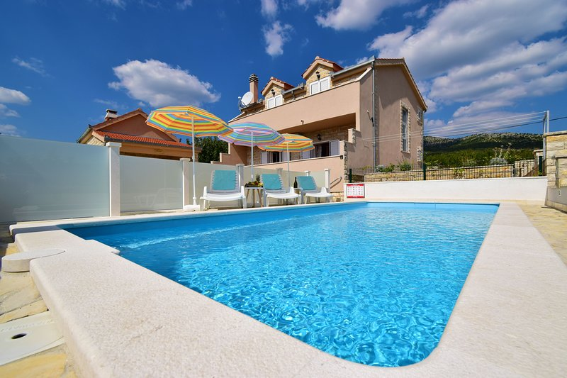 VILLA DINJA, vacation rental in Donje Ogorje