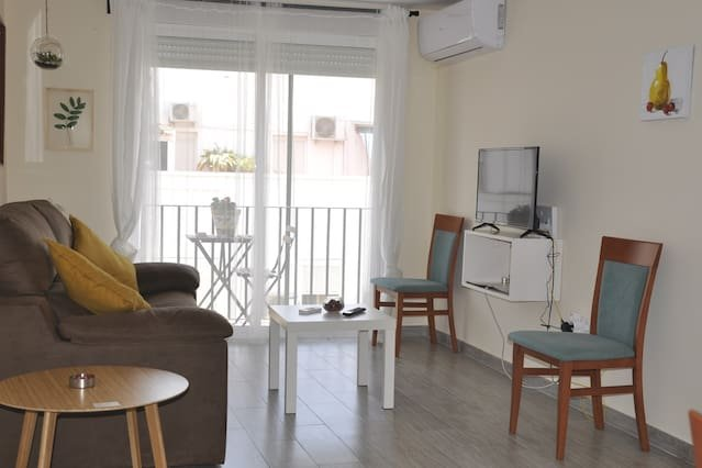 Beautiful apartment with balcony, location de vacances à Castilleja de la Cuesta