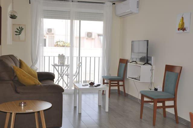 Beautiful apartment with balcony, alquiler de vacaciones en Sanlúcar la Mayor