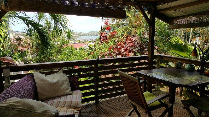 Studio Bwa Banbou avec vue mer dans belle villa créole avec piscine 5 mn P Faula, alquiler de vacaciones en Le Vauclin