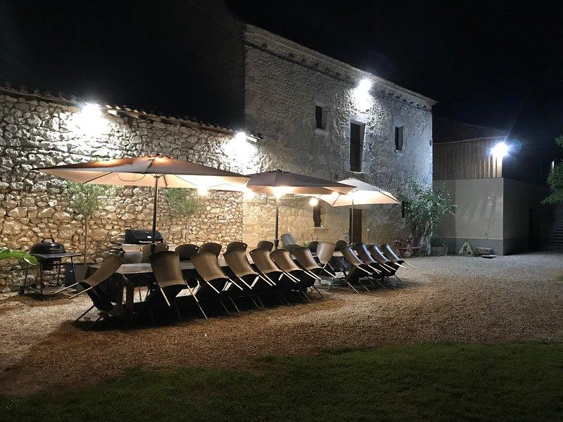 Grand gîte 18 personnes à Lalandusse, vacation rental in Lot-et-Garonne
