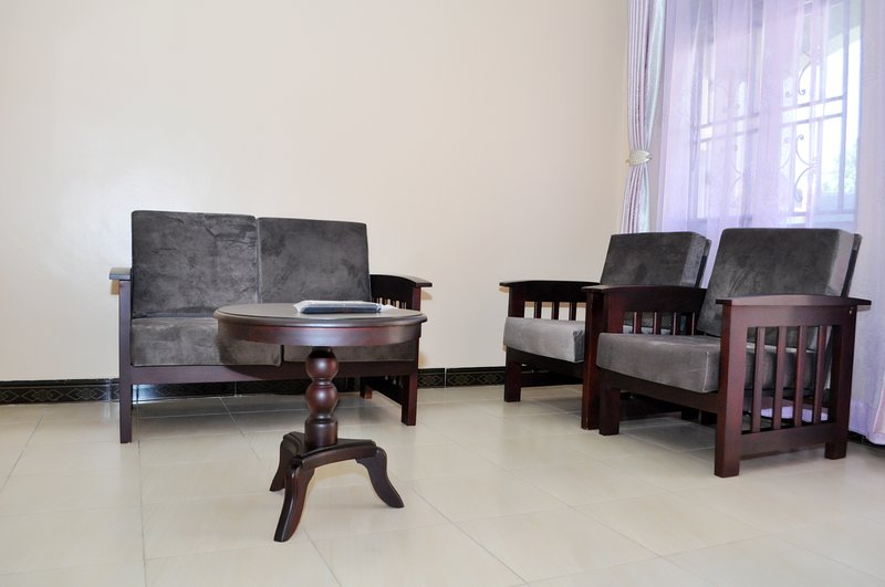 Antique apartment 3 with one seating room one bedroom,private kitchen &bathroom, holiday rental in Entebbe