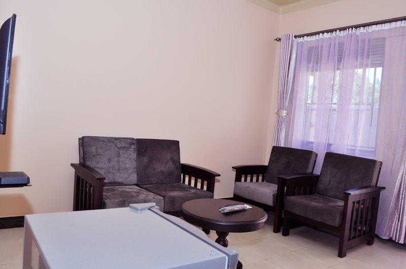 Antique apartment 2 with one seating room one bedroom,private kitchen &bathroom, vacation rental in Entebbe