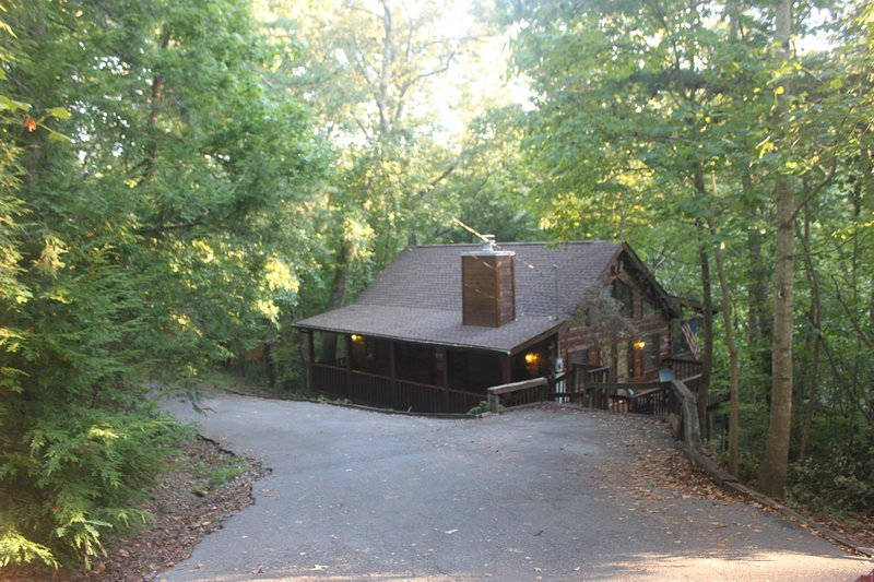 The Highlands -  Cozy Cabin near Pigeon Forge, holiday rental in Sevierville