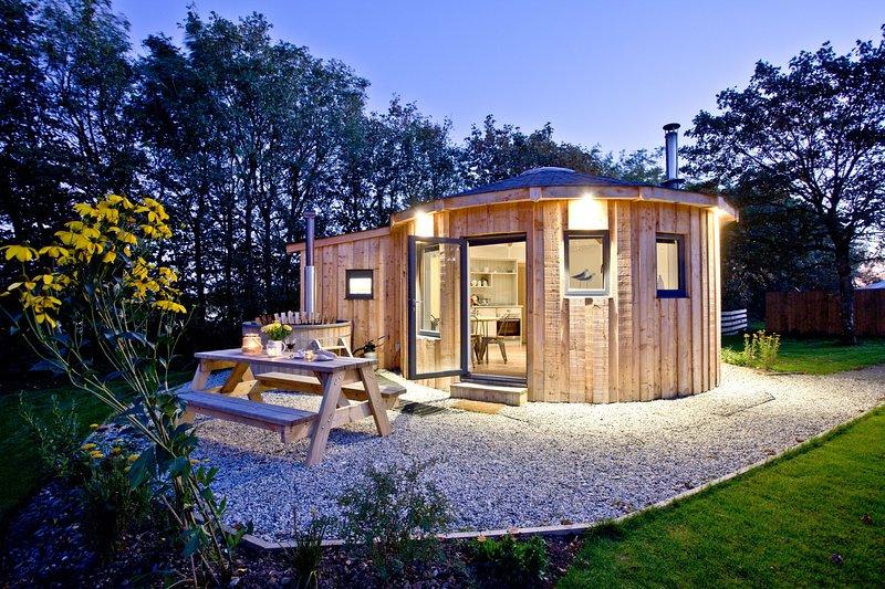 The Boat House Roundhouse, East Thorne - A hot tub break for the family on a pea – semesterbostad i Kilkhampton