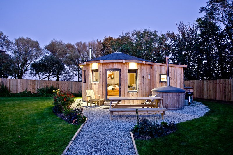 The Ember Room Roundhouse, East Thorne - Pet friendly luxury in a quiet Cornish, alquiler vacacional en Kilkhampton