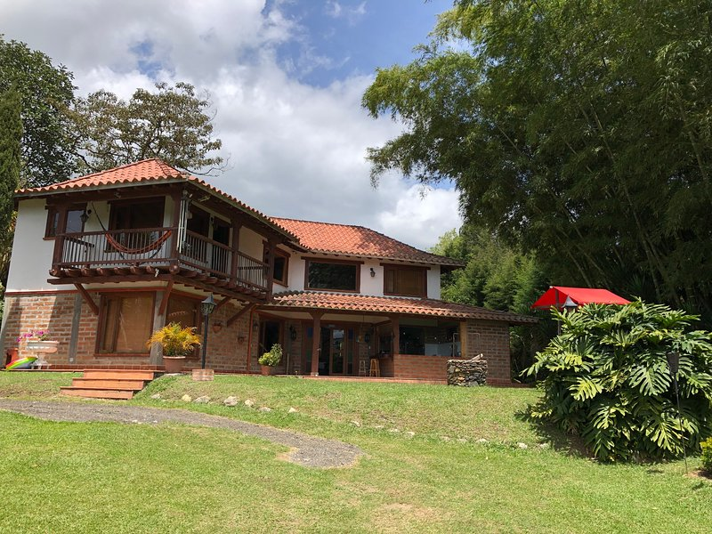 Finca Campestre con lago, Rionegro cerca al aeropuerto JMC, holiday rental in Rionegro