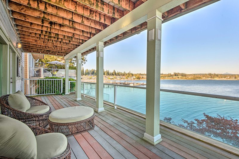 Luxury Home w/Rec Room & Deck, on Tulalip Bay, location de vacances à Lakewood  Snohomish County