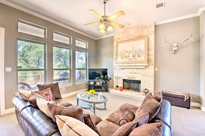 Plan your Canyon Lake escape to this tastefully furnished 3-bedroom, 2-bath home