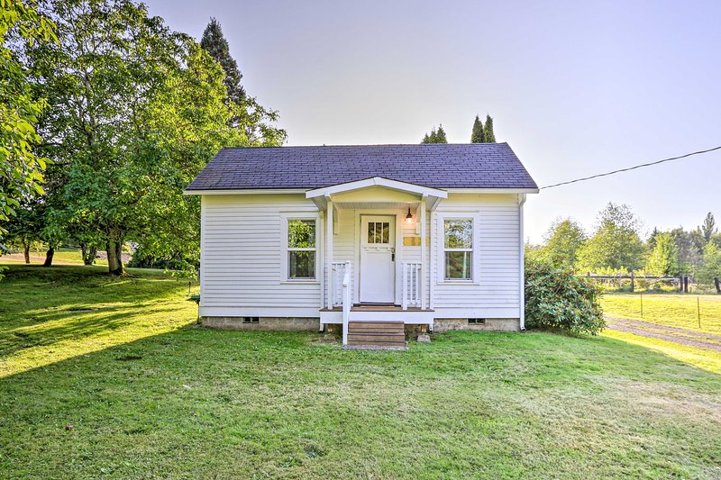 Ferndale Cottage on Private 20 Acre Farm!, casa vacanza a Lynden