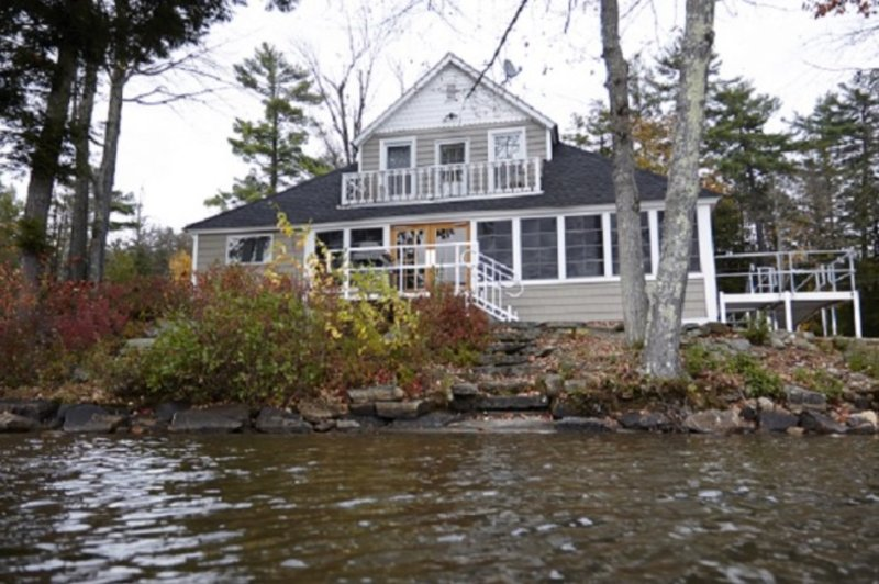 Beautiful House overlooking Spofford Lake, alquiler de vacaciones en Harrisville