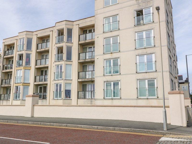 Apartment 14, Pwllheli, holiday rental in Efailnewydd