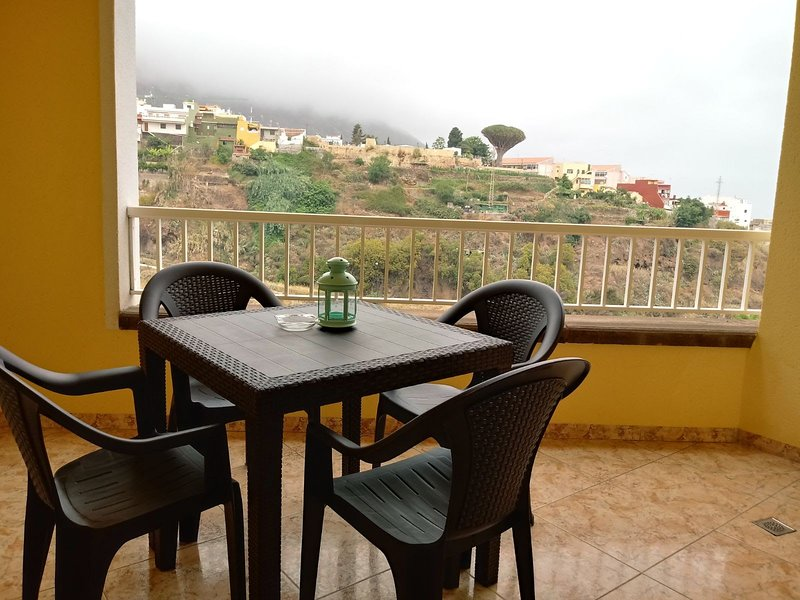 The terrace, overlooking the sea and mountains, ideal for breakfast, is the only area for smokers.