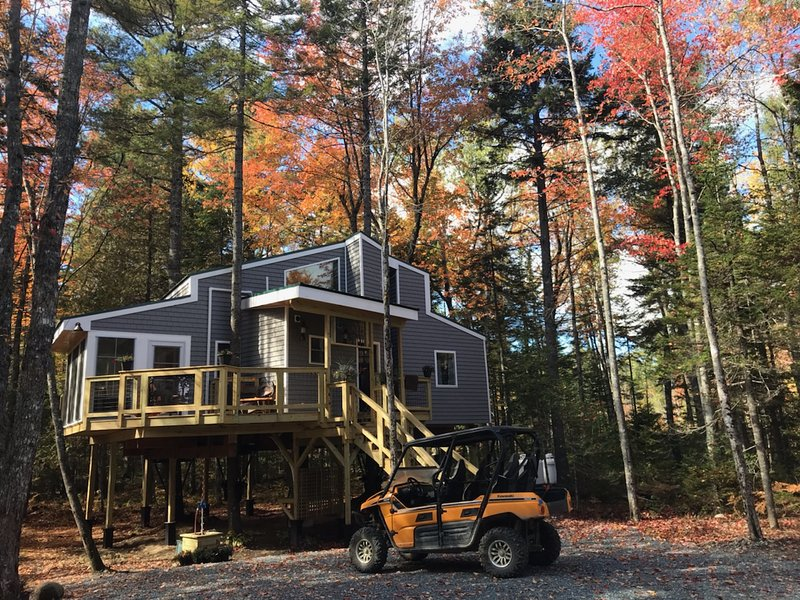 Treehouse near Bar Harbor. Luxurious and private!, location de vacances à Ellsworth