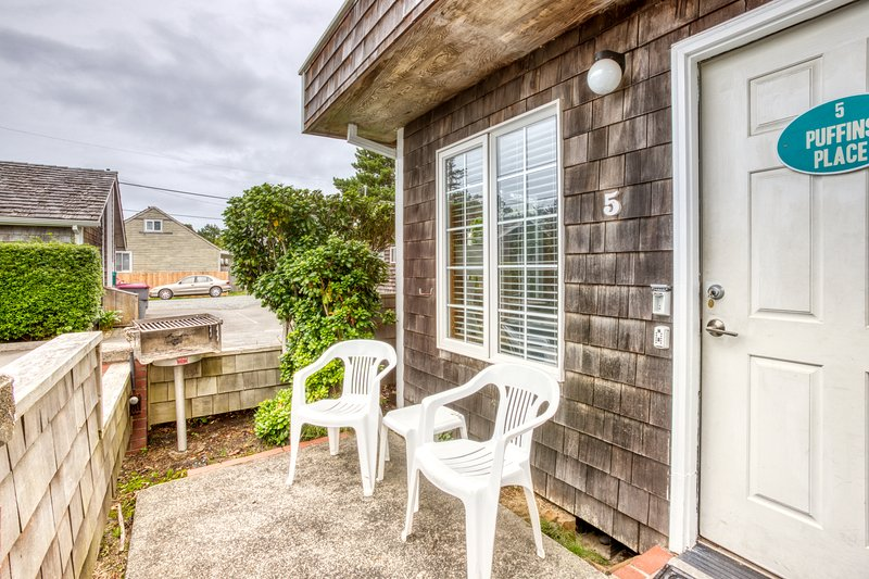 Welcoming, dog-friendly home with close beach access near downtown!, location de vacances à Cannon Beach
