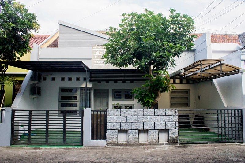 Prada Gardenia G29 Homestay, alquiler vacacional en Banyuwangi