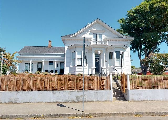 Chapman House ~Historic Luxury Lodging! Walk to Plaza, Restaurants and Shops., vacation rental in Arcata