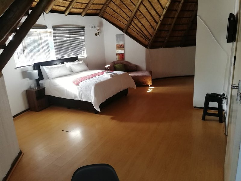 Thatch On Norman, holiday rental in Krugersdorp