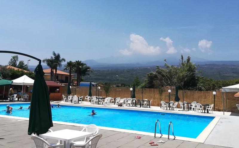 Villa Achillea - villa in residence a pochi passi dal mare con piscina condivisa, holiday rental in Mascali