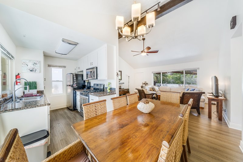 (#3)Newly remodeled great location with Jacuzzi and Fuzzball, location de vacances à Fountain Valley